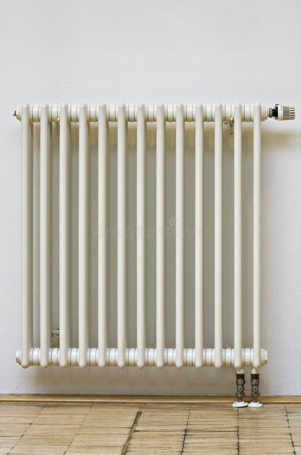 Radiateur à la maison images stock