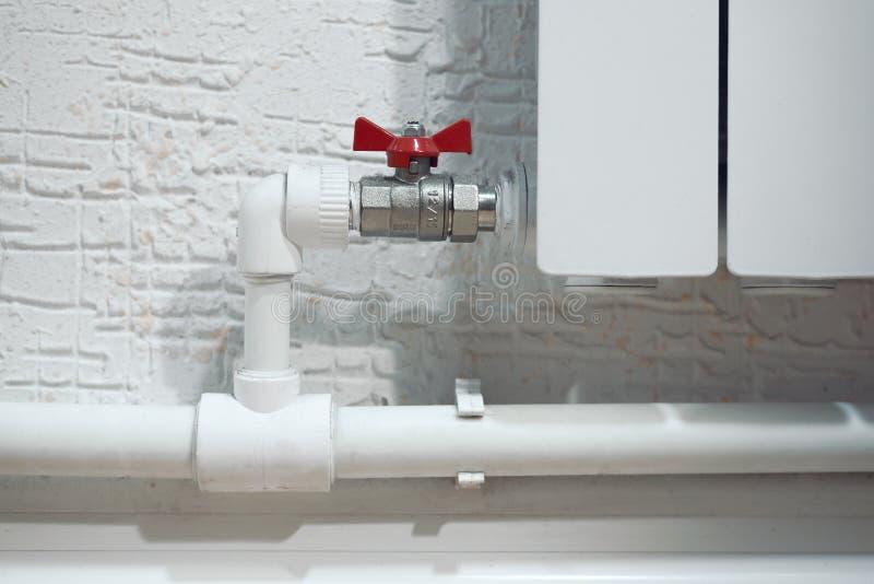 Radiateur à la maison blanc photos stock