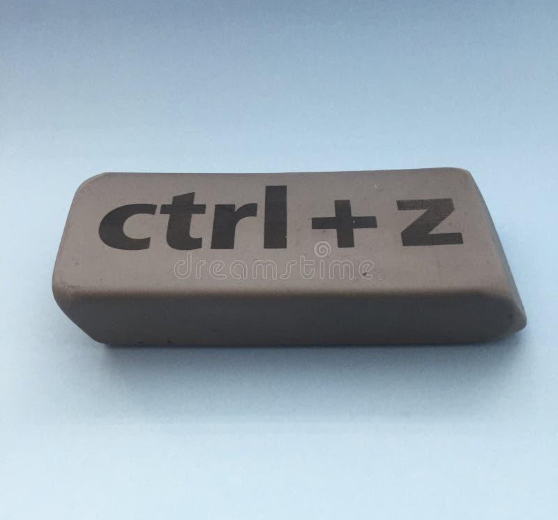 Radiergummi mit der Aufschrift u. dem x22; Ctrl + z& x22; auf einem blauen Hintergrund lizenzfreie stockfotografie