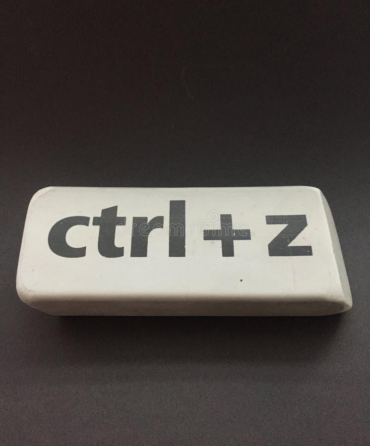 Radiergummi mit der Aufschrift u. dem x22; Ctrl + z& x22; auf einem schwarzen Hintergrund lizenzfreies stockbild