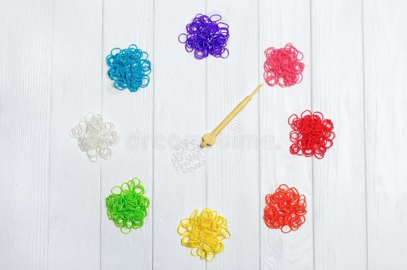 Radiergummis für das Spinnen elastisch Kreativität für das Kind Buntes elastisches Band Buntes Haargummiband stockfotografie