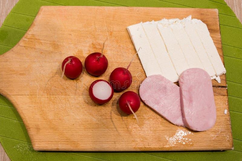 Radijzen, Ham en kaasontbijt royalty-vrije stock foto's