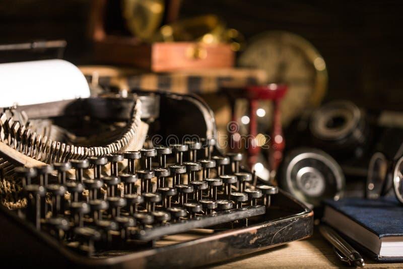 Download Radio immagine stock. Immagine di closeup, vecchio, oggetti - 117979723