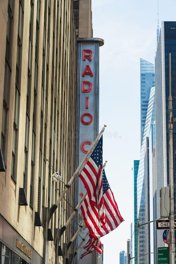 Radio City Music Hall, en Amerikaanse Vlag Weg van Amerika, Uit het stadscentrum Manhattan, NYC royalty-vrije stock afbeeldingen
