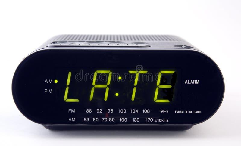 Radio de reloj con la palabra TARDE foto de archivo