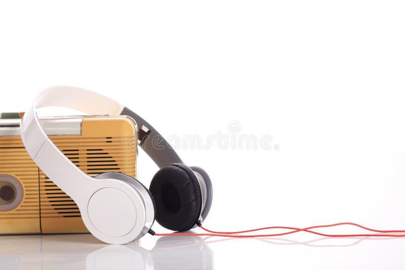 Radio di musica e cuffia bianca fotografie stock