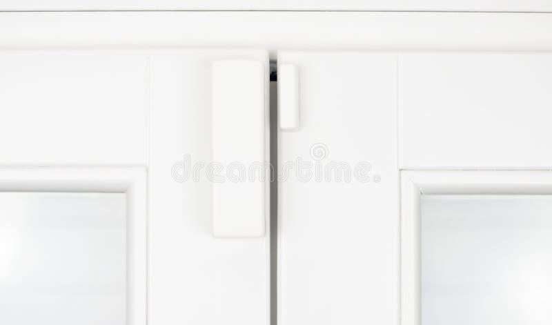 radio för fönster för avkännare för alarmdörrfönsterram vit royaltyfria foton