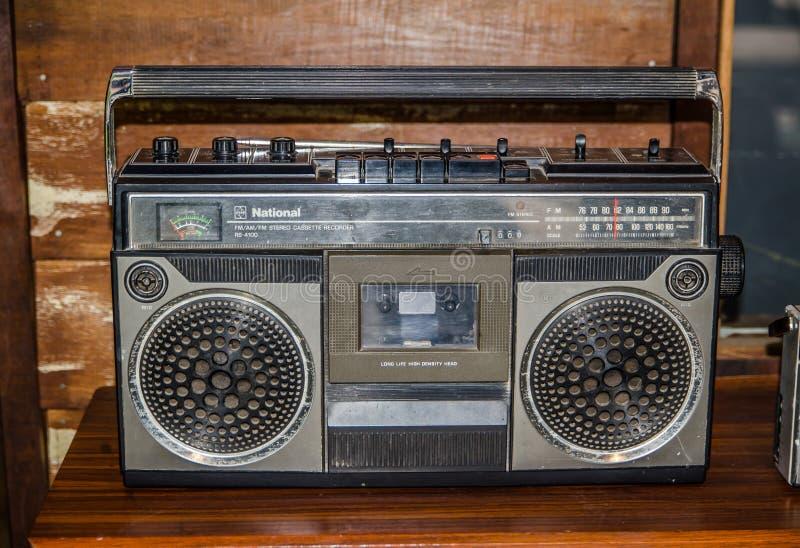 Radio för registreringsapparat för kassett för ` FM/AM för svart Retro ` nationell stereo- arkivfoton