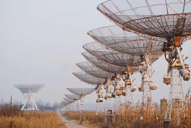 Radio telescopen stock foto's