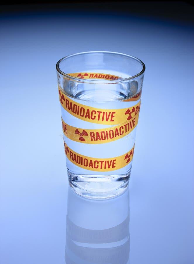 Radioaktives Trinkwasser lizenzfreies stockbild