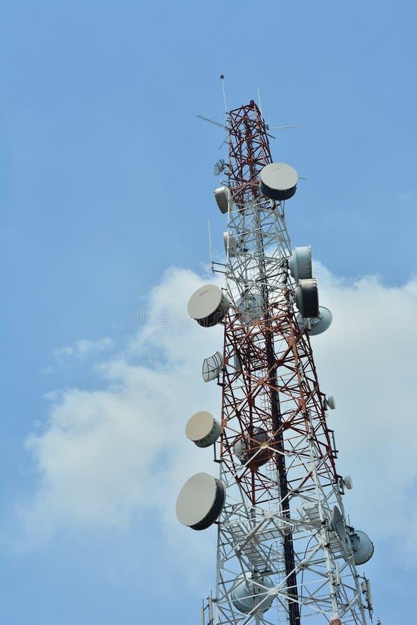 Radioantenne Satelitte und großes lizenzfreie stockfotos