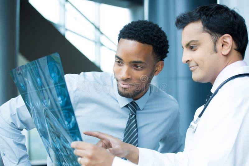 Radiologistas no trabalho fotografia de stock royalty free