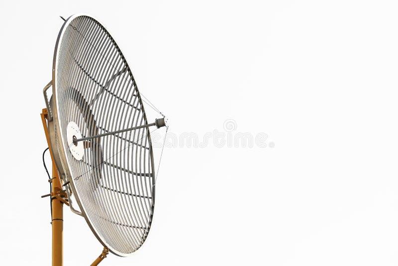 Radiotelescopen of satellietschotel voor mededeling, Technologie voor communicatie tussen land, Verbinding door satellietsignaal stock afbeeldingen