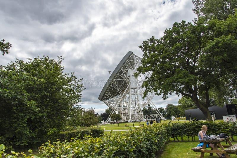 Radiotelescopio della Banca di Jodrell nella campagna rurale di Cheshire England fotografie stock