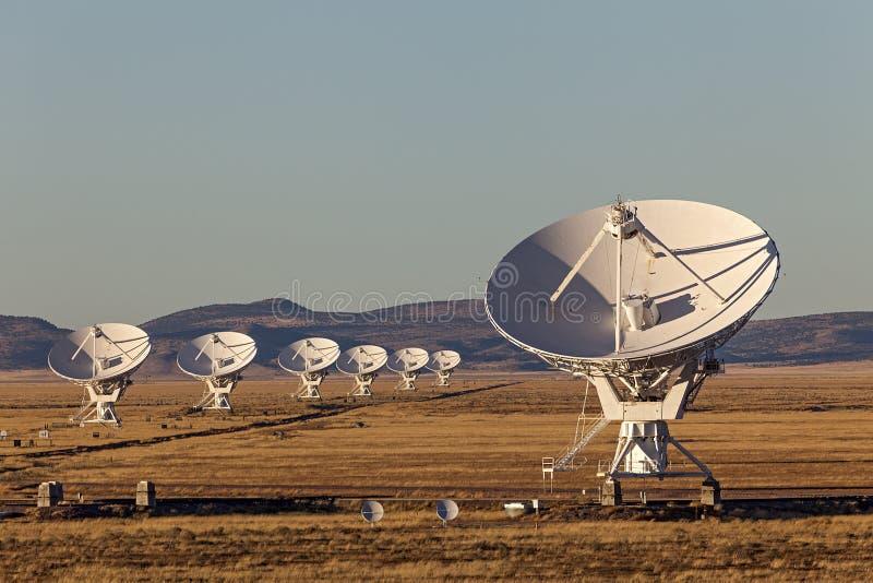 Radiotelescopio molto grande di matrice fotografia stock