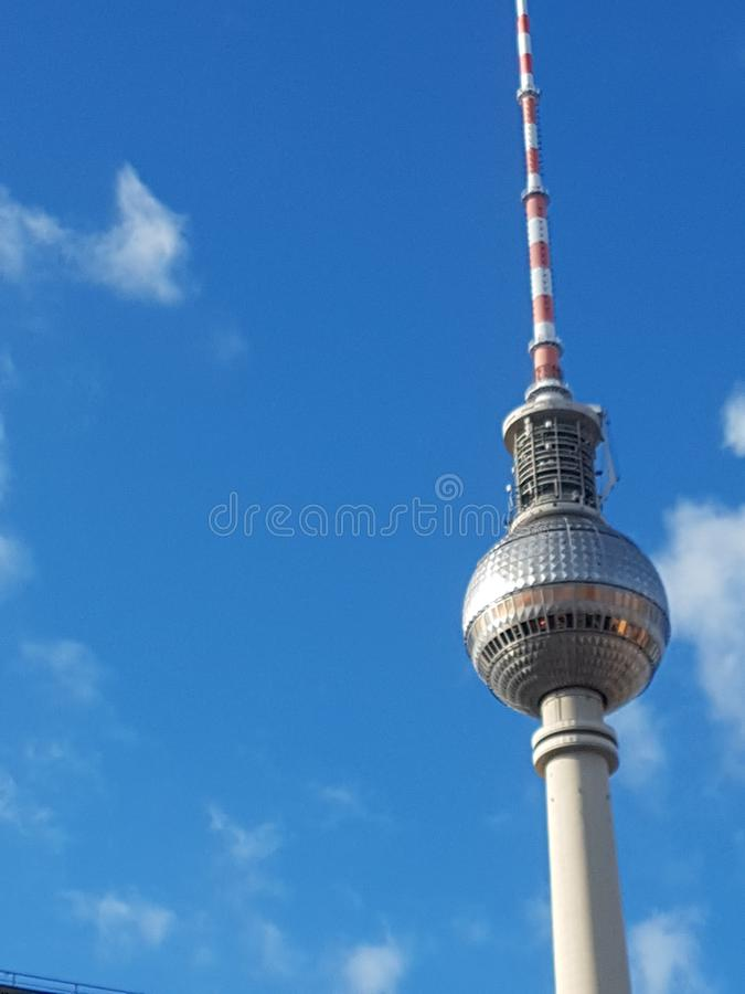 Radiotoren op AlexandrerPlatz-vierkant in Berlijn royalty-vrije stock afbeelding