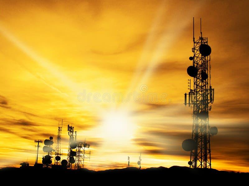 Radiowy Góruje i światło słoneczne obraz royalty free