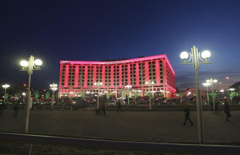 Radisson Slavyanskaya hotel w Moskwa Europa kwadrat nocą obrazy royalty free