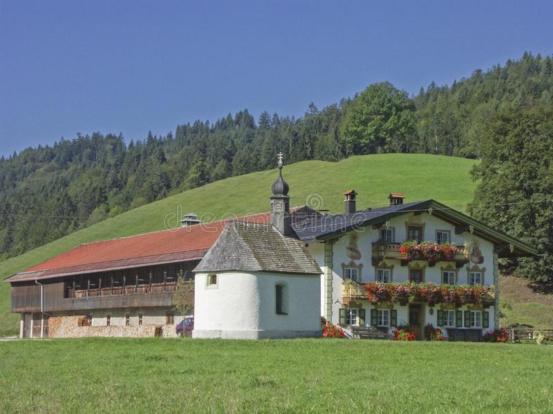 Farm in the Jachenau valley. Raditional farm with courtyard chapel in the Jachenau in Upper Bavaria stock images