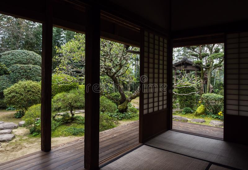 Raditional japończyka dom z ogródem w Kitsuki fotografia royalty free