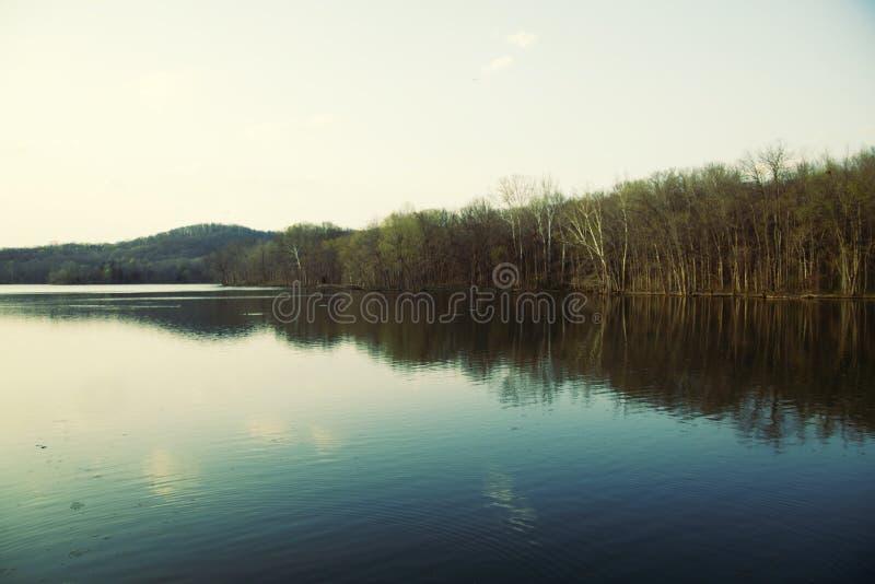 Radnor See, Nashville Tennessee blauer Kristallsee stockfotos