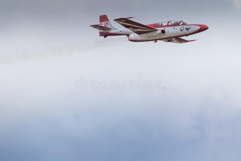 RADOM, POLAND - AUGUST 23: Bialo-Czerwone Iskry (Poland) aeroba. Tic team during Air Show Radom on August 23, 2015 stock images