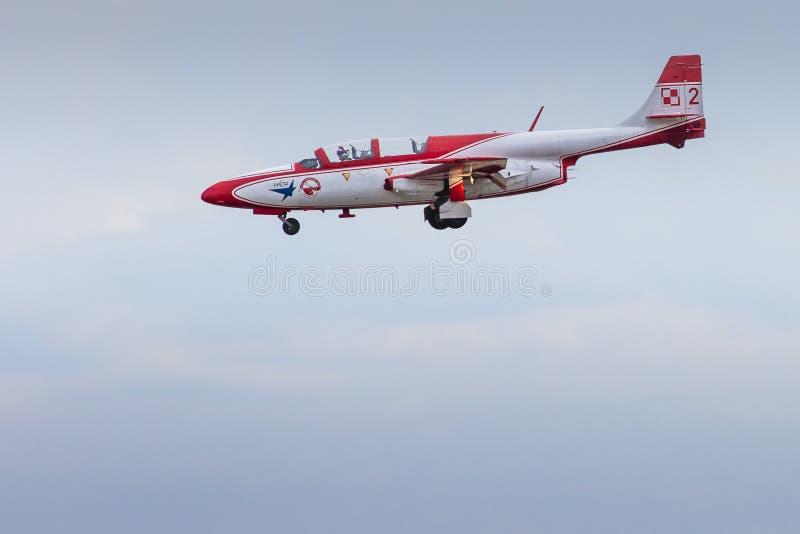 RADOM, POLONIA - 23 DE AGOSTO: Aeroba de Bialo-Czerwone Iskry (Polonia) imagen de archivo libre de regalías