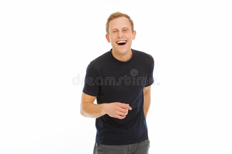 Radosny szczęśliwy mężczyzna śmia się przy dowcipem zdjęcie stock