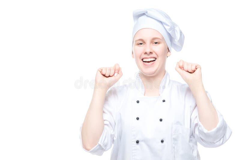 Radosny szef kuchni w kostiumu raduje się w zwycięstwie, emocjonalny portret na bielu zdjęcie royalty free
