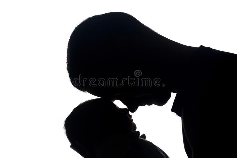 Radosny tata ze strachu przed Jego Małym Nowonarodzonym dzieckiem fotografia royalty free