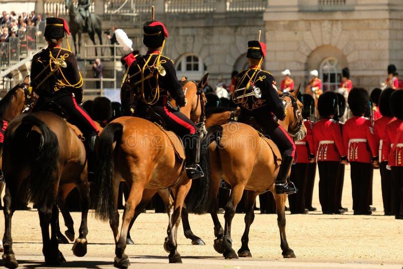 Radunare la cerimonia di colore, Londra Regno Unito Tre cavalli che stanno nella priorità alta immagini stock libere da diritti