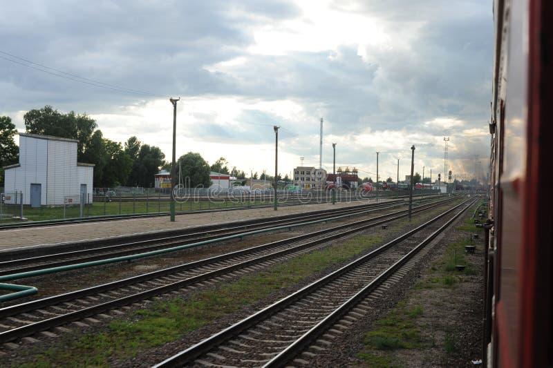 RADVILISKIS, LITUANIA - 26 DE JUNIO DE 2011: Red ferroviaria y pistas de Lituania imágenes de archivo libres de regalías