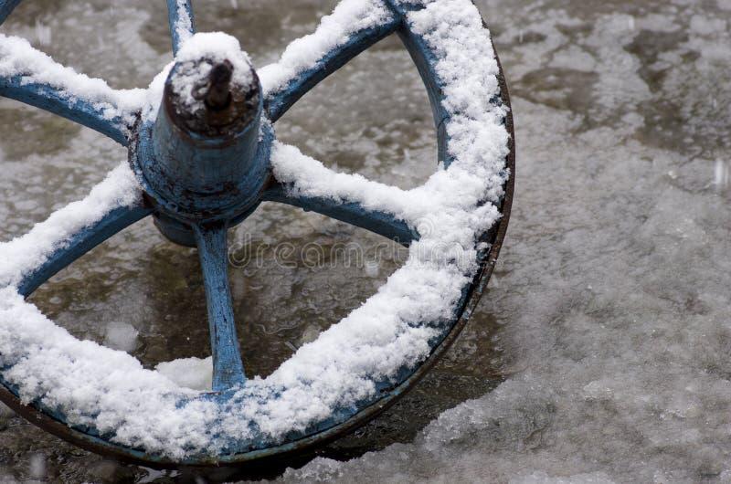 Radwagen bedeckt im Schnee stockbilder