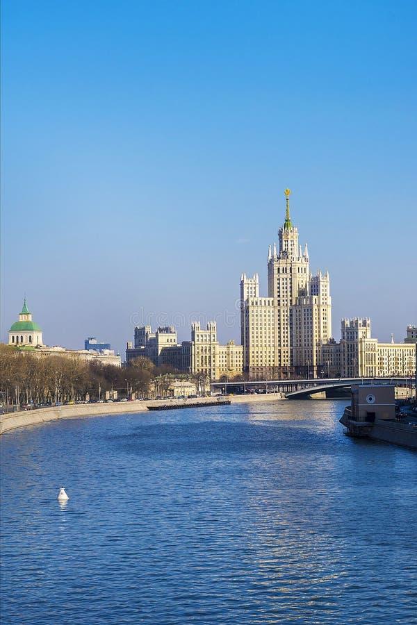 Radziecki drapacz chmur w Moskwa, Rosja obrazy royalty free