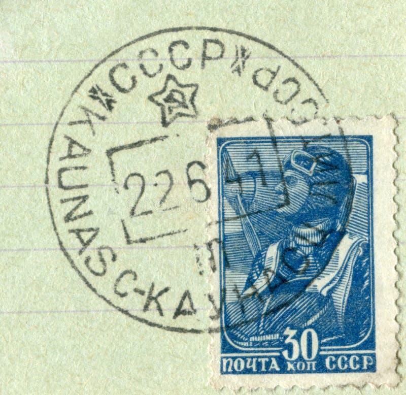 Radziecki dziejowy znaczek: militarny parachutist z kasowaniem pierwszy dzie? wojna, Czerwiec 22, 1941, Rosja, Lithuania, fotografia stock