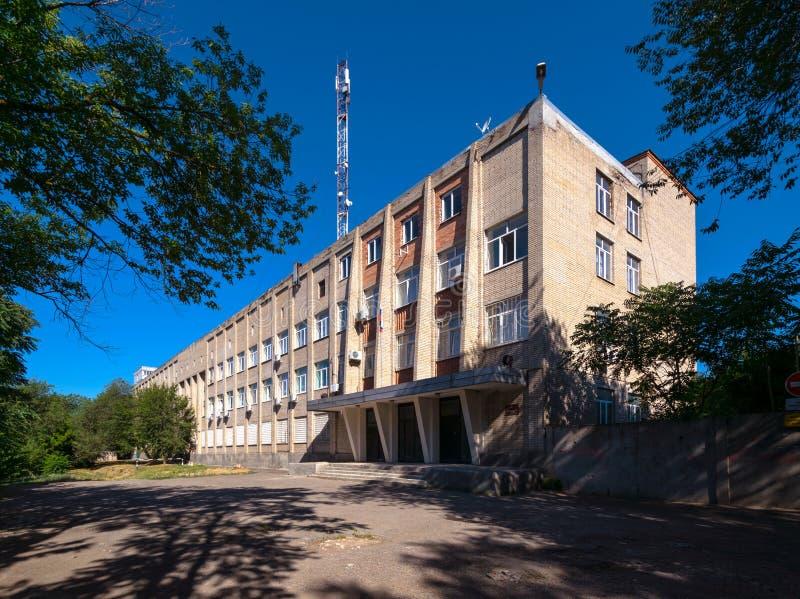 Radziecki nowożytny przemysłowy budynek w słonecznym dniu w Don, zdjęcie royalty free