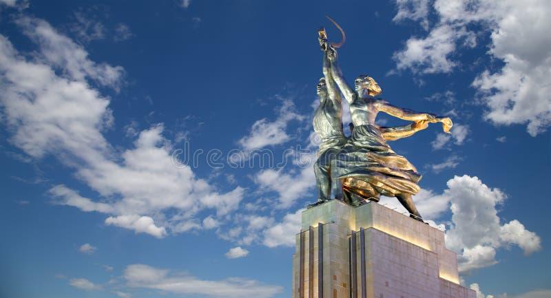 Radziecki pomnikowy Rabochiy ja Kolkhoznitsa rzeźbiarz Vera Mukhina (pracownika i kołchozu kobieta pracownik lub spółdzielnia rol fotografia stock