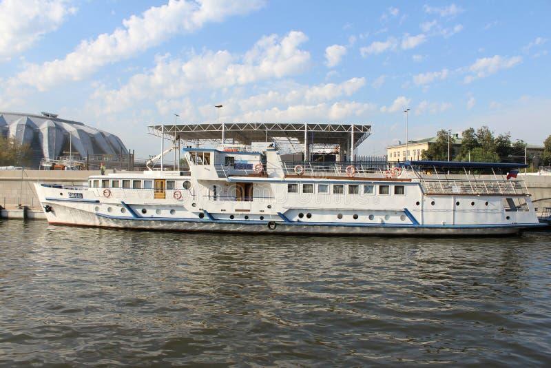 Radziecki turystyczny statku soból na Moskwa rzece obraz stock