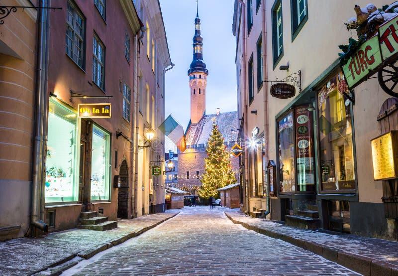 Raekoja plats, cidade velha Hall Square em Tallinn na manhã du fotos de stock