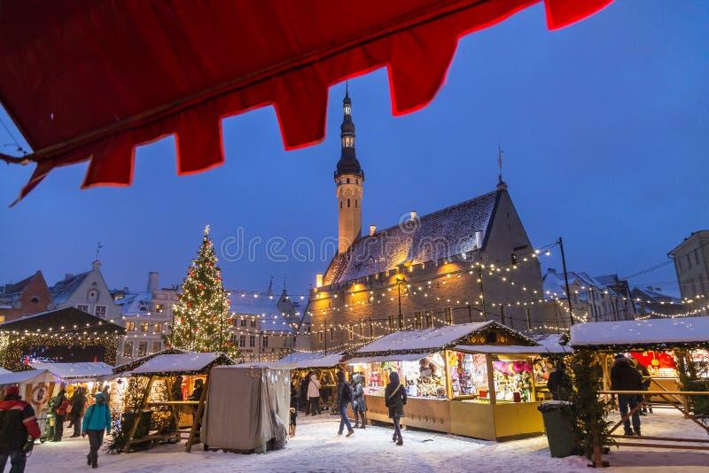 Raekoja plats, cidade velha Hall Square, Tallinn foto de stock