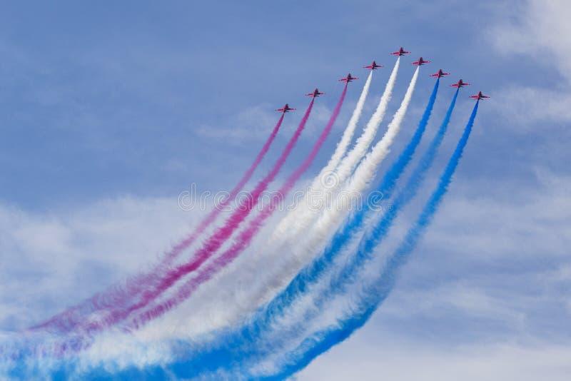 RAF κόκκινα βέλη στους εκπαιδευτές T1 γερακιών BAE στοκ εικόνες