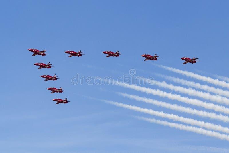 RAF κόκκινα βέλη στους εκπαιδευτές T1 γερακιών BAE στοκ εικόνες με δικαίωμα ελεύθερης χρήσης