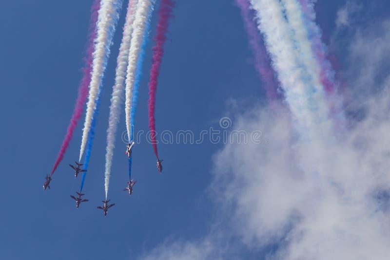 RAF κόκκινα βέλη στους εκπαιδευτές T1 γερακιών BAE στοκ εικόνα με δικαίωμα ελεύθερης χρήσης