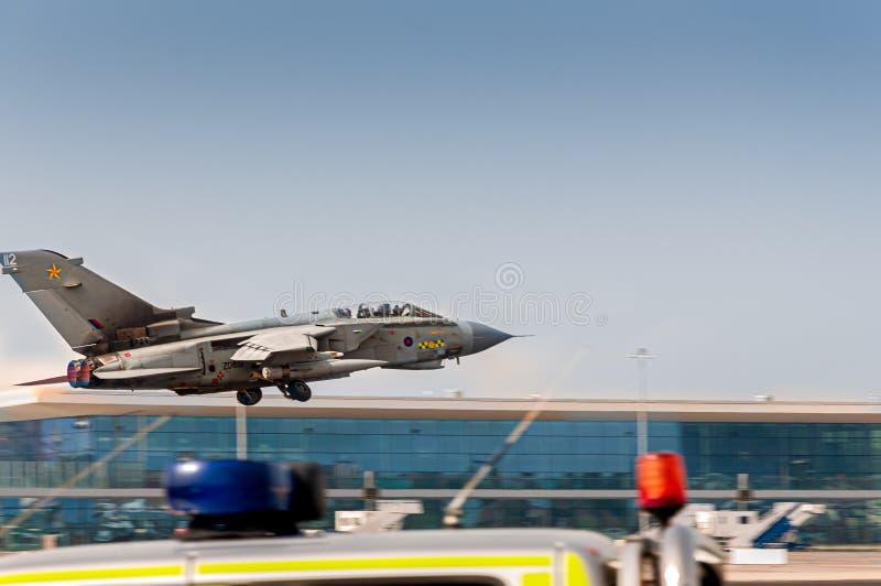 RAF Blackhawk som tar av fr?n den Gibraltar flygplatsen arkivfoton