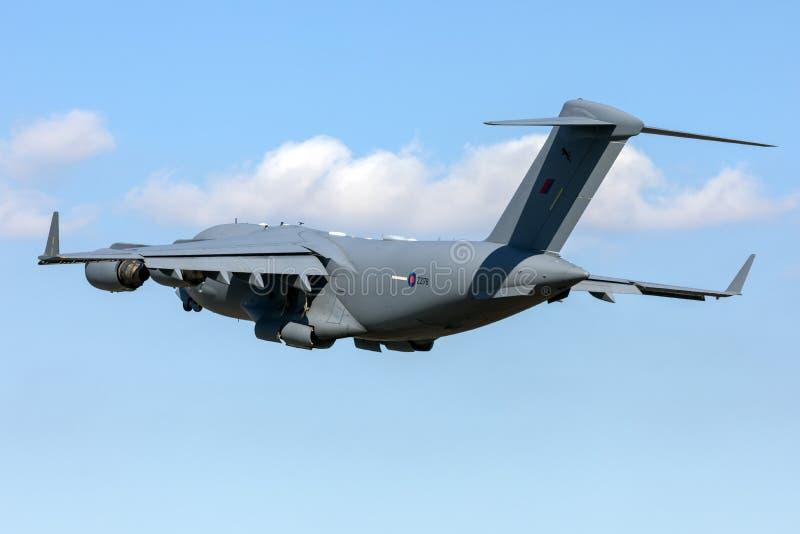 RAF Globenaster abheben von der Start- und Landebahn lizenzfreie stockbilder