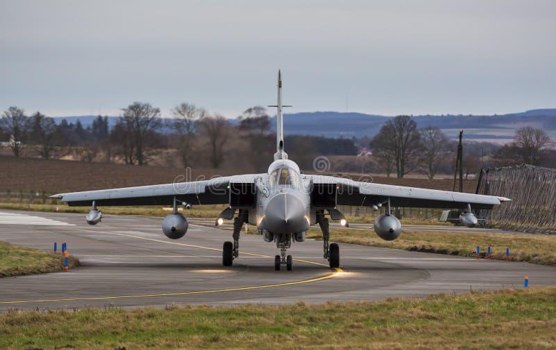 RAF tornada Dżetowy taxiing. zdjęcie stock