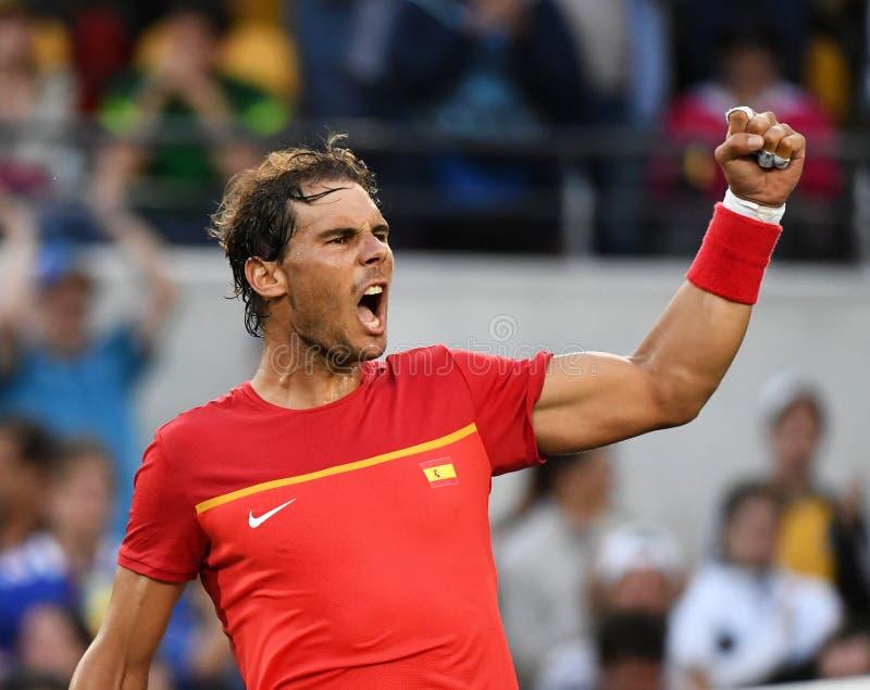 Rafael Nadal som spelar tennis royaltyfri bild