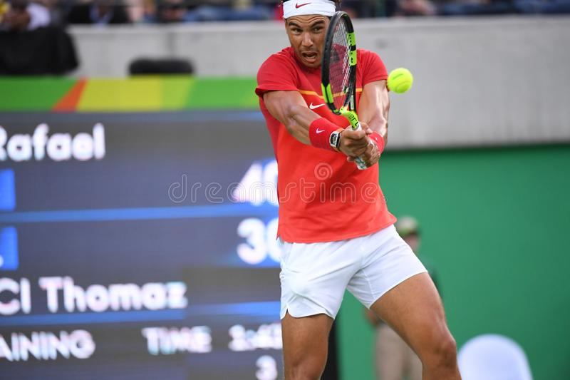 Rafael Nadal som spelar tennis arkivbild