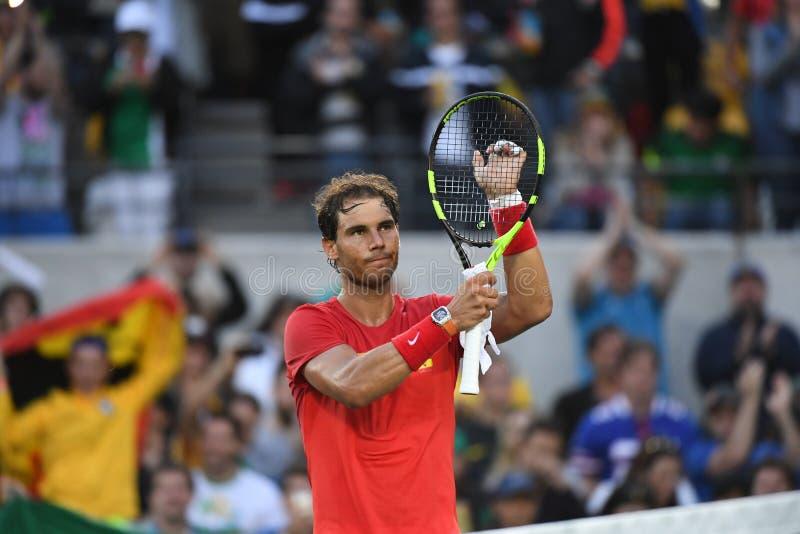 Rafael Nadal som spelar tennis arkivbilder