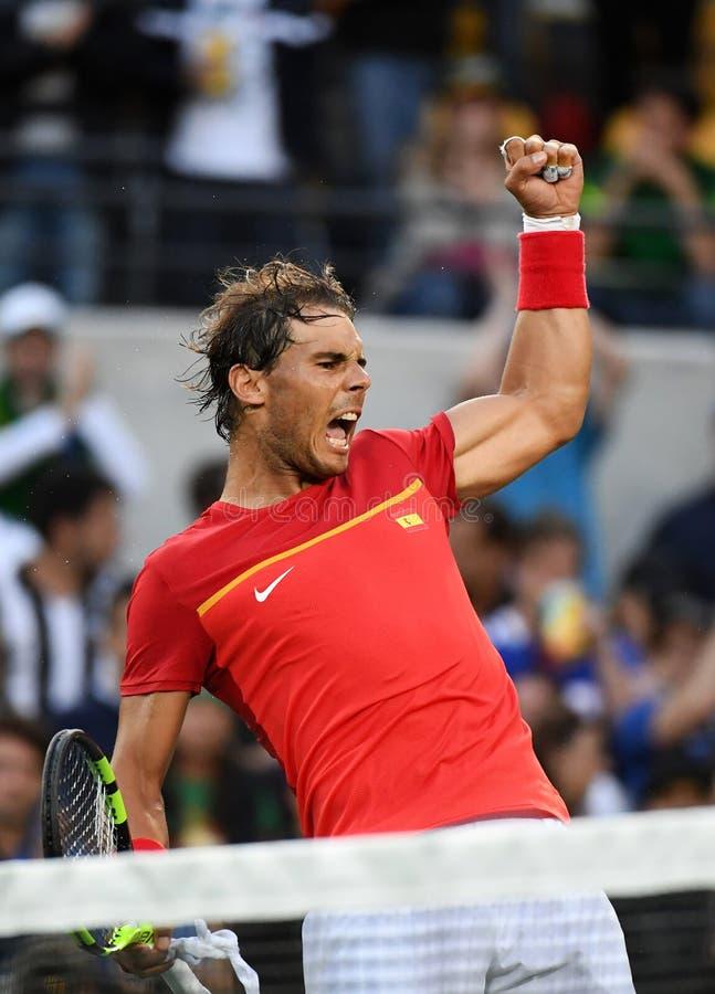 Rafael Nadal som spelar tennis royaltyfri foto